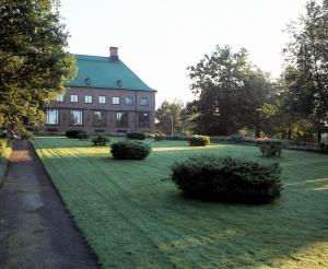 Gösta-museon pihapiiristä